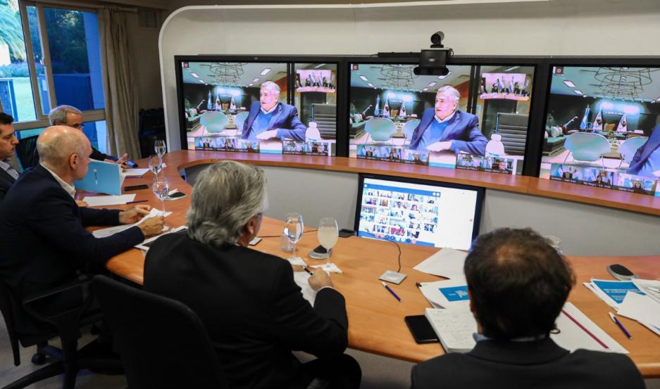 El presidente Fernández sostuvo un encuentro virtual con los 23 gobernadores del país.