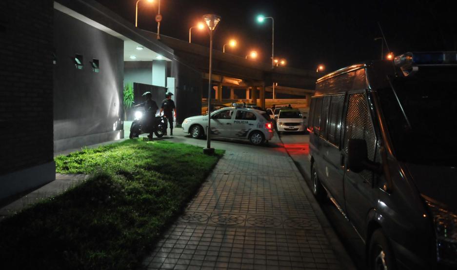 Los policías realizan recorridos preventivos por el sector.