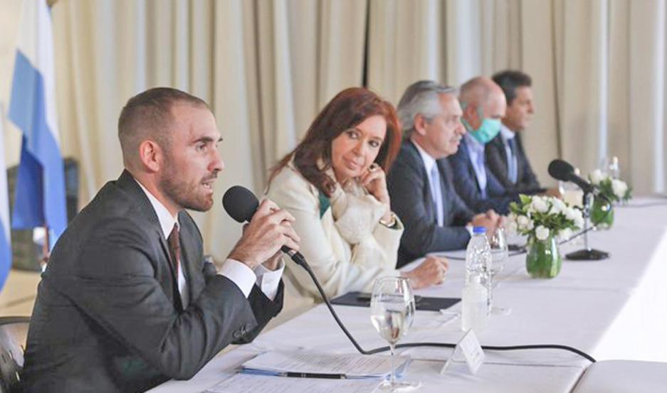 Guzmán explicó que esta propuesta se alcanzó luego de hablar con el Fondo Monetario Internacional, al cual Argentina le debe US$ 44.000 millones.
