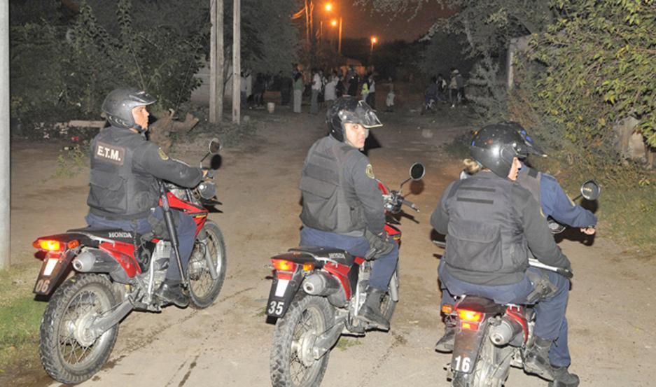 La policía arribó de inmediato al escenario de la gresca, pero no logró dar con los revoltosos. Se supo que ya estarían identificados.