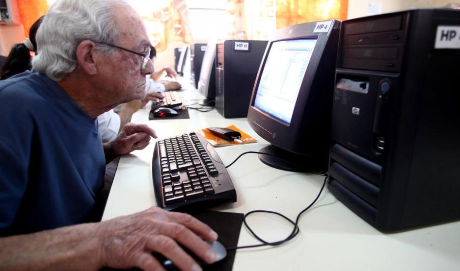 HERRAMIENTA. La plataforma centraliza la información necesaria para las personas mayores de todo el país.