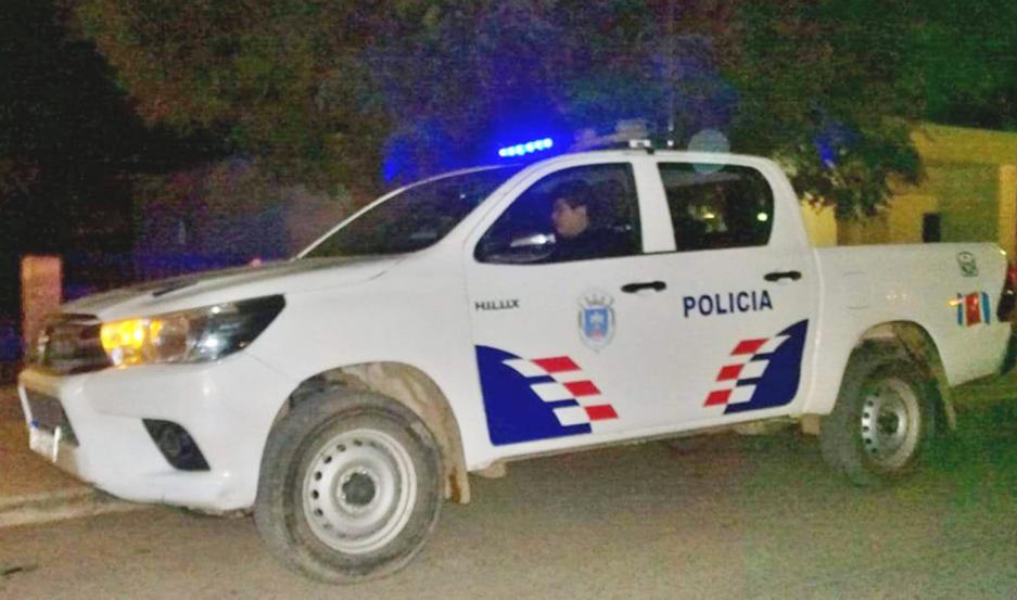 PROCEDIMIENTOS. La Policía trabajaba anoche para dar con el paradero del agresor.