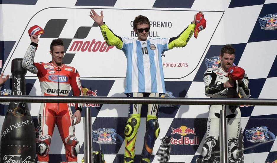 INOLVIDABLE. Valentino Rossi le regaló a sus fanáticos en Latinoamérica una victoria increíble en Las Termas de Río Hondo, en el año 2015.