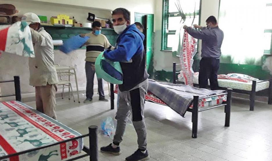 ESFUERZO. Personal de la Comisión Municipal de Manogasta dejó el centro de aislamiento en perfectas condiciones.