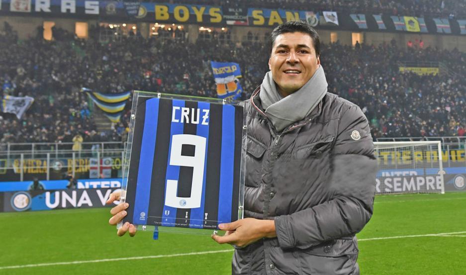 """""""JARDINERO"""". Julio Ricardo Cruz se transformó en un goleador temible para muchos y uno de los clubes que lo disfrutó más tiempo fue el Inter de Italia."""