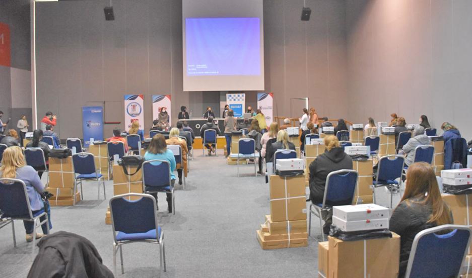 La entrega fue presidida por la ministra de Salud, Natividad Nassif, y se realizó en el Fórum.