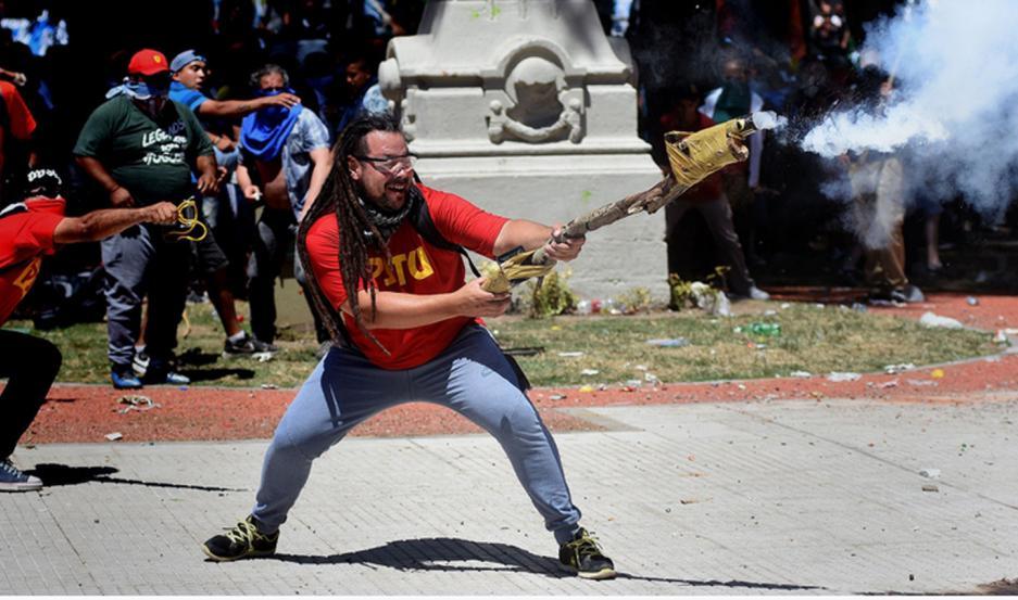 Detuvieron en Uruguay a Sebastían Romero, el militante del mortero