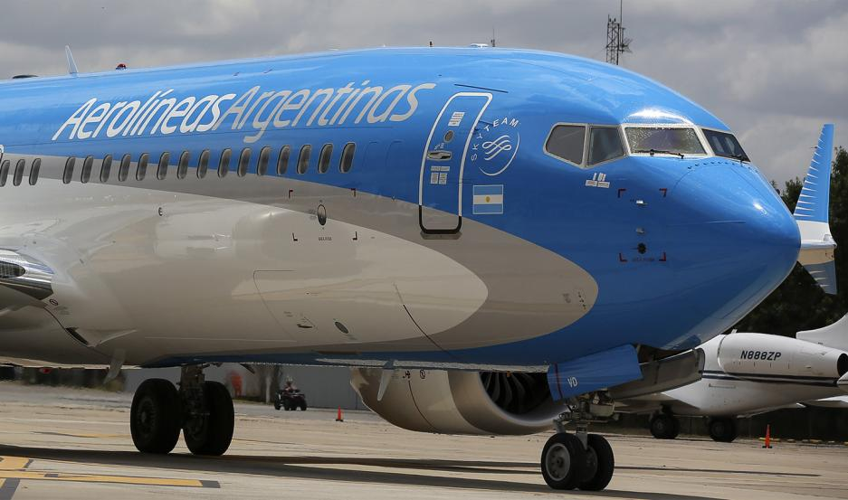 Aerolíneas Argentinas suspendió temporalmente a 7.500 trabajadores