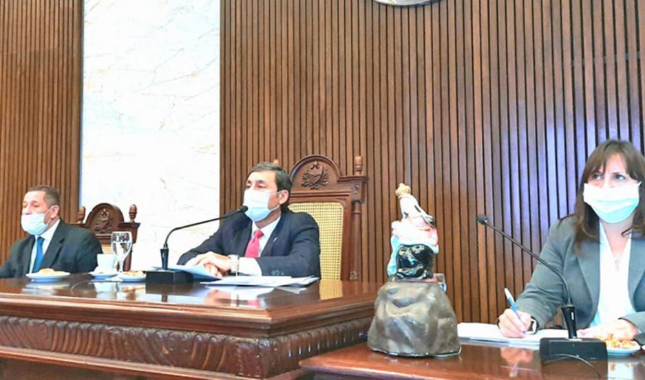 La sesión fue presidida por el vicegobernador Silva Neder.