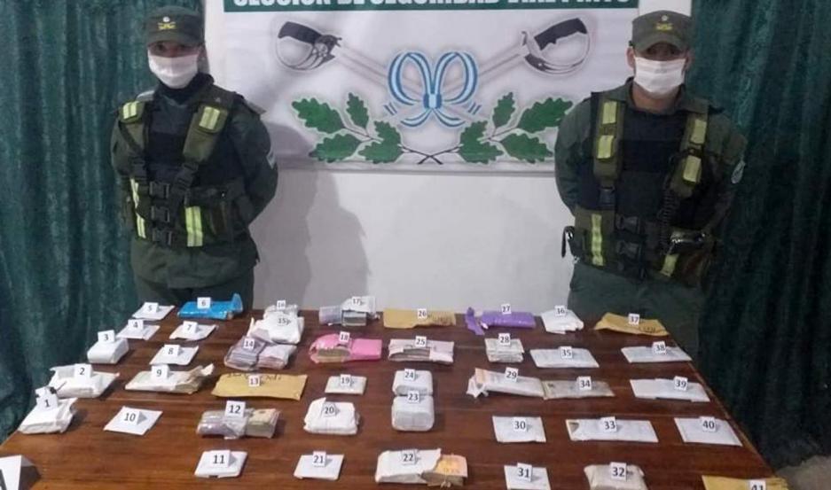 REQUISA. El control minucioso del contenido de las cajas se hizo en sede de Gendarmería Nacional.