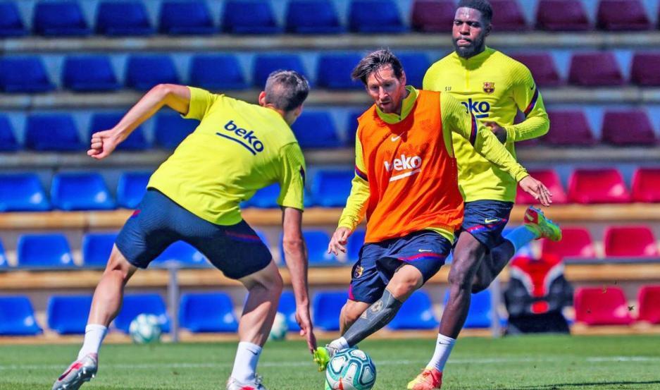 CRACK. Messi viene de una sequía de goles en los tres últimos partidos y hoy intentará revertir la situación. ¿Se dará el gusto de llegar a los 700 goles?.
