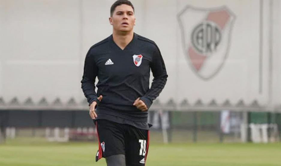 """Un club de Qatar quiere una figura internacional como """"Juanfer"""" Quintero y se lo hizo saber a River."""
