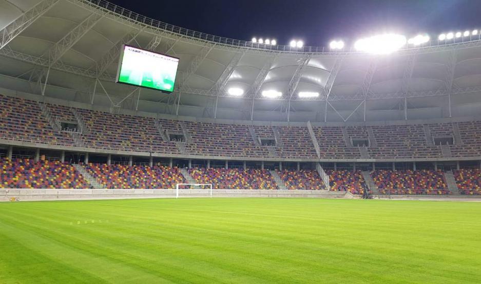 La iluminación completa del estadio Único se pudo apreciar anoche con el nuevo ensayo que hicieron los técnicos de la obra.