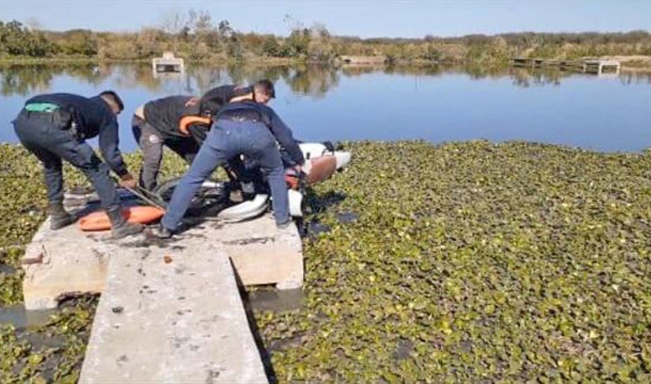Los buzos ubicaron los rodados dentro del agua estancada y lograron extraerlas, para contarlas como evidencia.