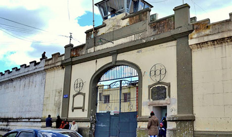Reclusos del Penal de Villa Urquiza, de máxima seguridad, accedieron al bono de $ 10 mil.