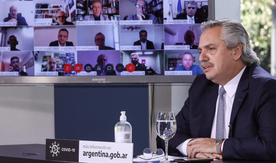 """FERNÁNDEZ. """"El camino que tiene que abrazar la Argentina es el de la educación pública""""."""