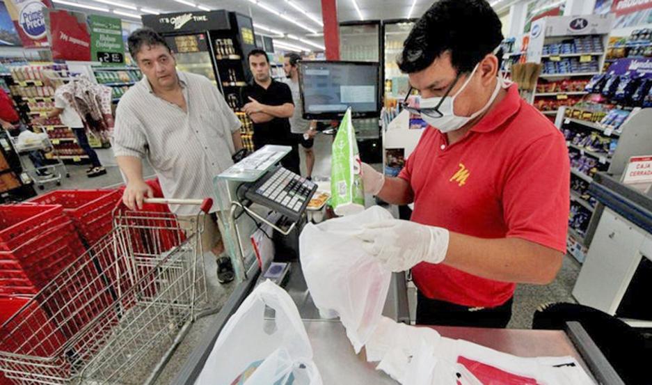 EMPLEOS. El 86,8% de los supermercados consideró que se mantendría estable el personal en julio.