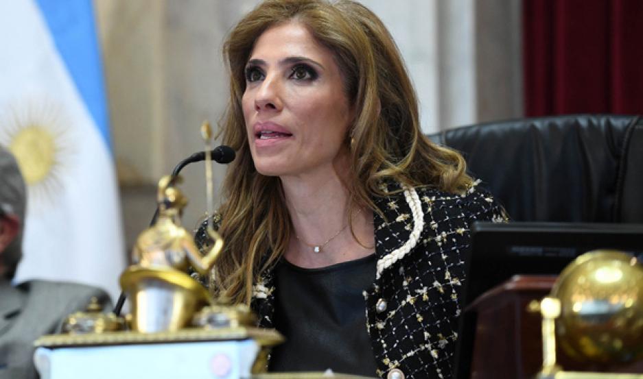 MODERADORA. Claudia de Zamora dirigió parte del debate en la Cámara alta.