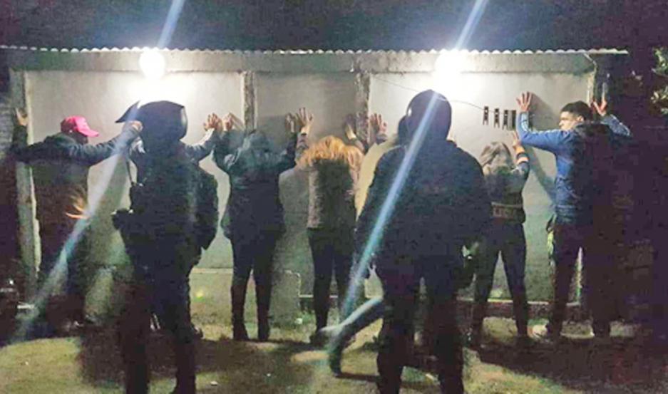 Además de trasladar a todos los presentes al Club San Carlos, se incautaron bebidas, equipos de sonido y luces.