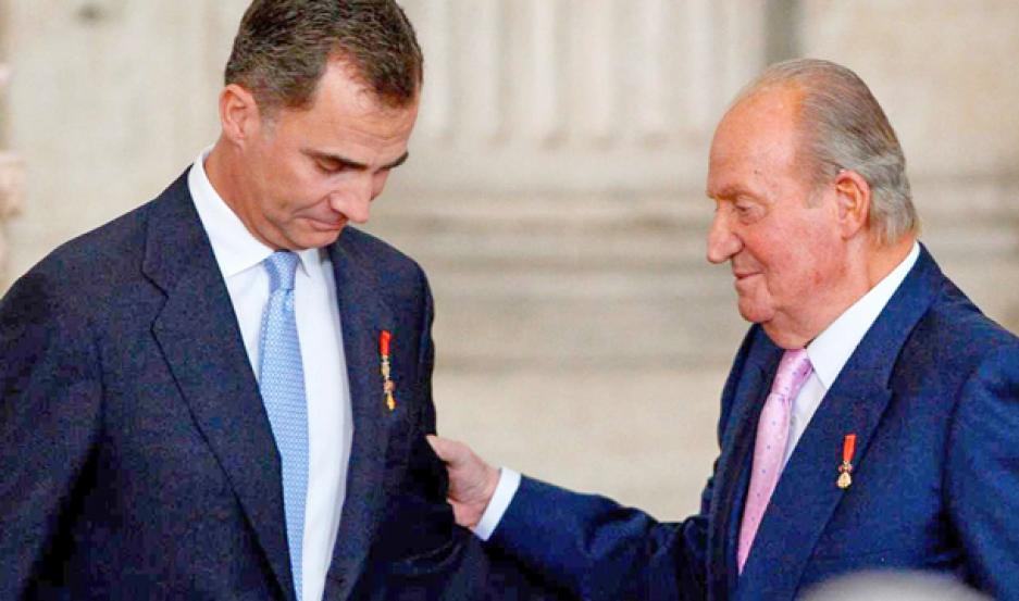 CRISIS. El rey Felipe VI y su padre Juan Carlos I enfrentan un escándalo de proporciones.
