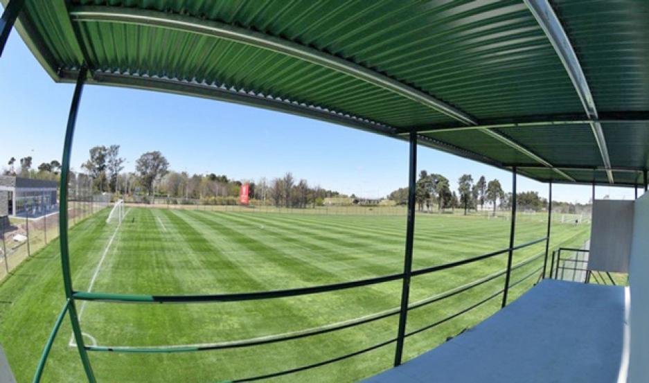 ¿SERÍA POSIBLE? Podría jugar de local en la Liga Profesional en su campo de Ezeiza, el River Camp.