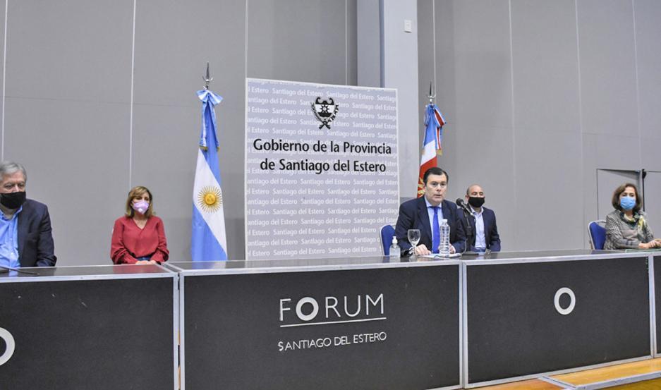 Zamora estuvo acompañado por ministros y los intendentes de la Capital y La Banda.