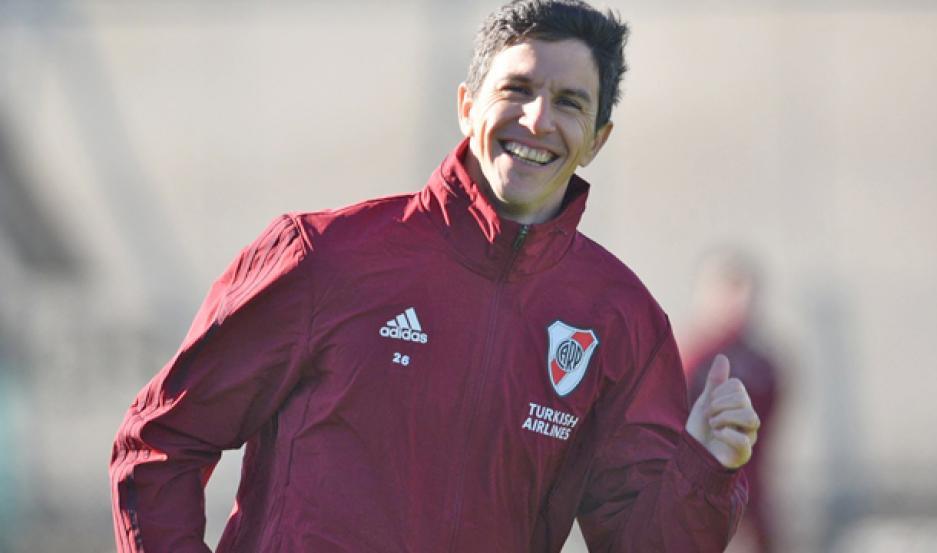 """CONTINUIDAD. """"Nacho"""" Fernández no se va de River, a pesar de los rumores. El volante está cómodo en el club."""