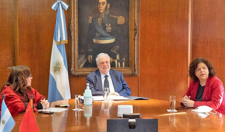 """El ministro de Salud, Ginés González García, destacó el esfuerzo del país y manifestó """"el orgullo argentino de contar con capacidad técnica, desarrollo tecnológico y trayectoria clínica""""."""