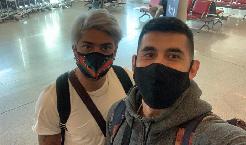 """""""Penka"""" y Enzo abordaron ayer el mismo avión con destino a México."""