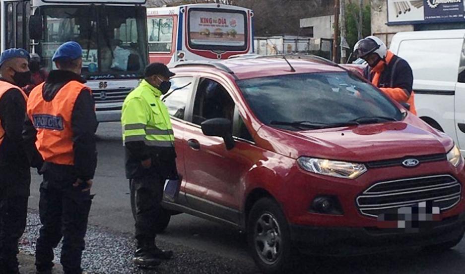 La muerte de la mujer policía se produjo mientras trabajaba en un control policial, al ser atropellada por dos sujetos en una moto.