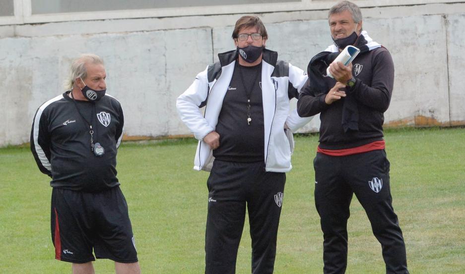 Iván Gabrich junto a Alfredo Berti y el PF Hernán Puertas.