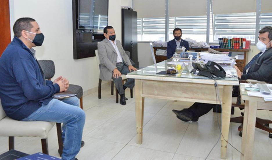 PREOCUPACIÓN. Los representantes de CCPISE expresaron sus inquietudes al Dr. De la Rúa.