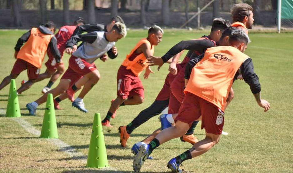 ESFUERZO. El plantel de Central Córdoba le pone todas sus ganas en los entrenamientos y los jugadores quieren estar en gran forma para jugar.