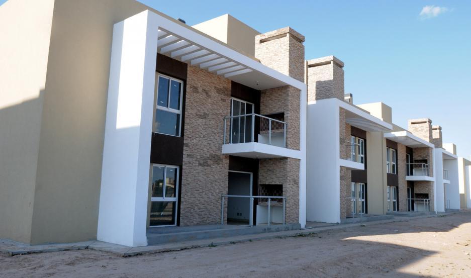 Se trata de 320 viviendas edificadas en bloques cerca del aeropuerto, frente al barrio Lomas del Golf.