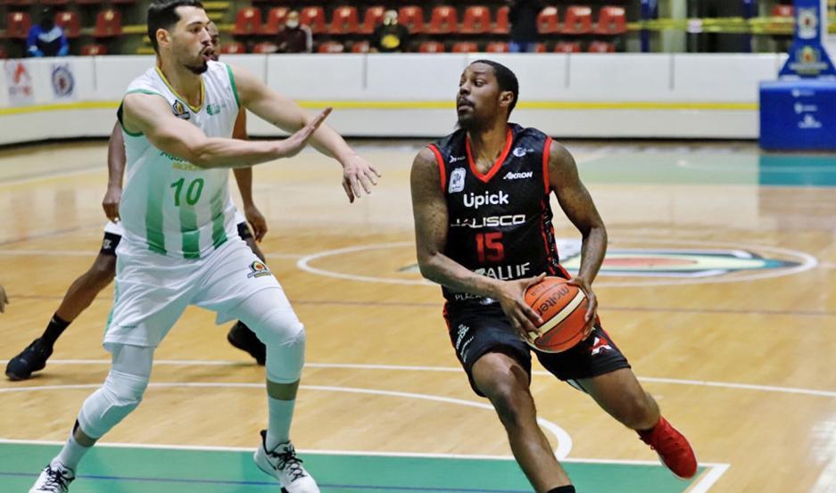 Robinson está jugando en el básquet mexicano con la camiseta de Astros de Jalisco.