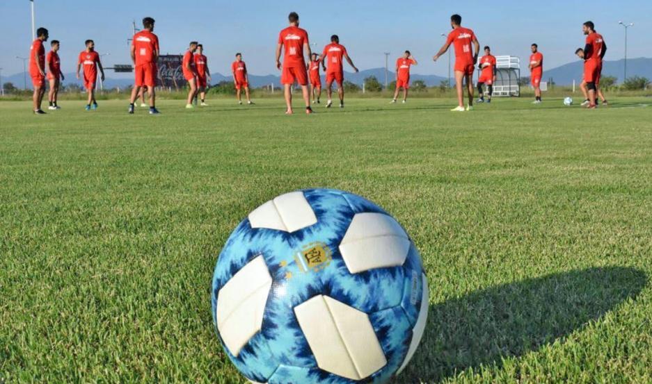 La pelota espera ansiosa volver a rodar desde el 30 de octubre, pero antes deberán resolverse importantes cuestiones de logística.