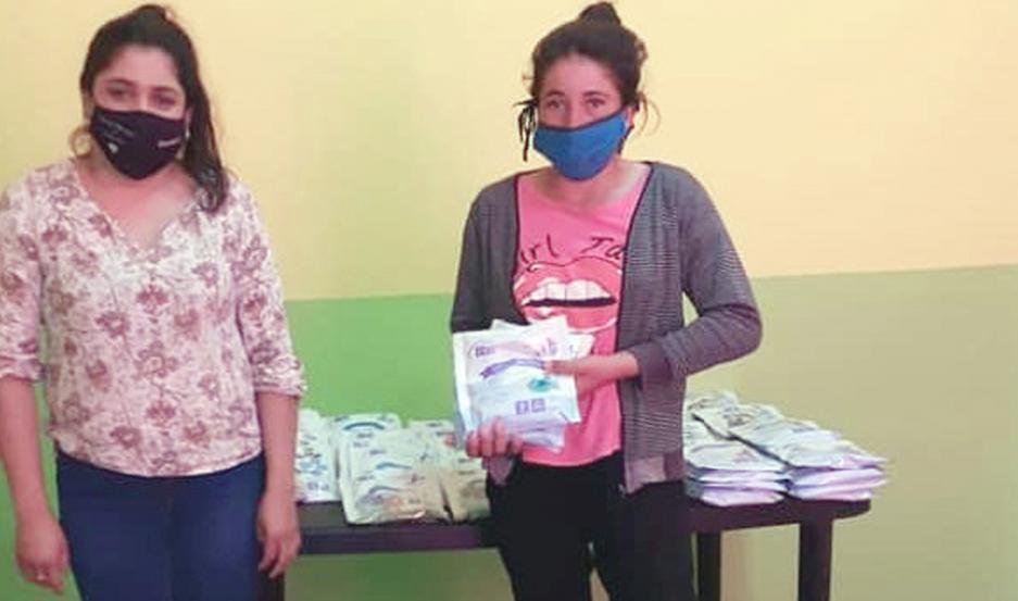 Las mamás y los niños recibieron un tiks de productos nutricionales.