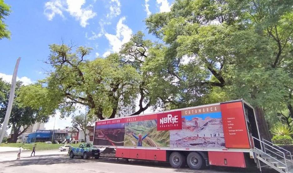 Se trata de un camión equipado con tecnología multimedia y dispositivos para ofrecer proyecciones en 360 grados de las principales propuestas y atractivos.