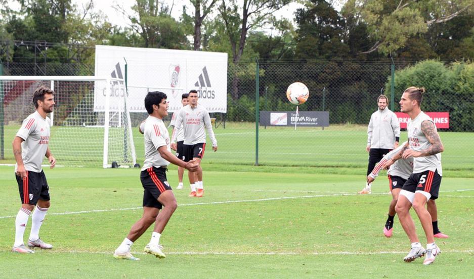 Tras un breve período de vacaciones, el plantel de River Plate retomará los entrenamientos hoy por la mañana en su predio de Ezeiza.