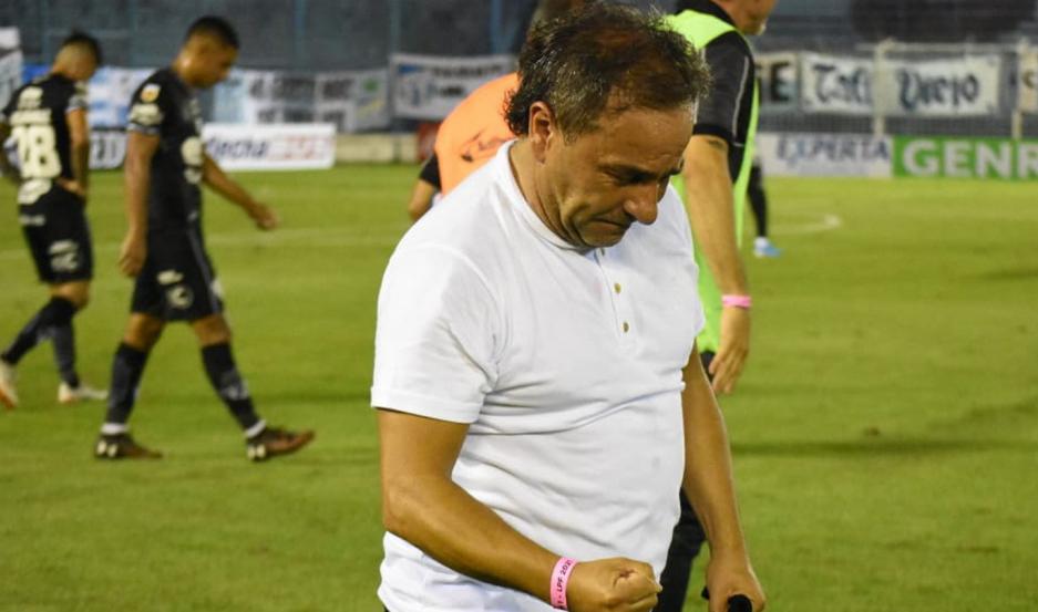 Coleoni celebró eufórico el triunfo de Central Córdoba ante Atlético Tucumán, luego de haber comenzado en desventaja.