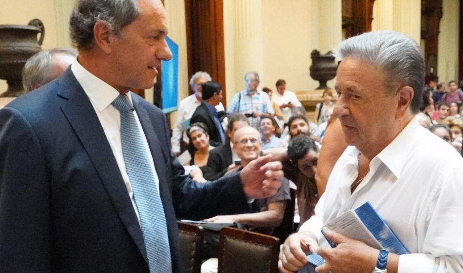 También figura el ministro de Economía, Martín Guzmán, entre otros políticos.