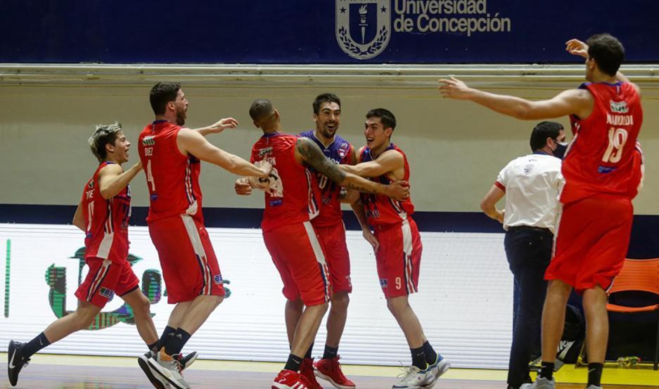 El capitán Mauro Cosolito le dio el triunfo a Quimsa en el cierre del juego. El santafesino robó el balón y lo depositó en la bandeja.