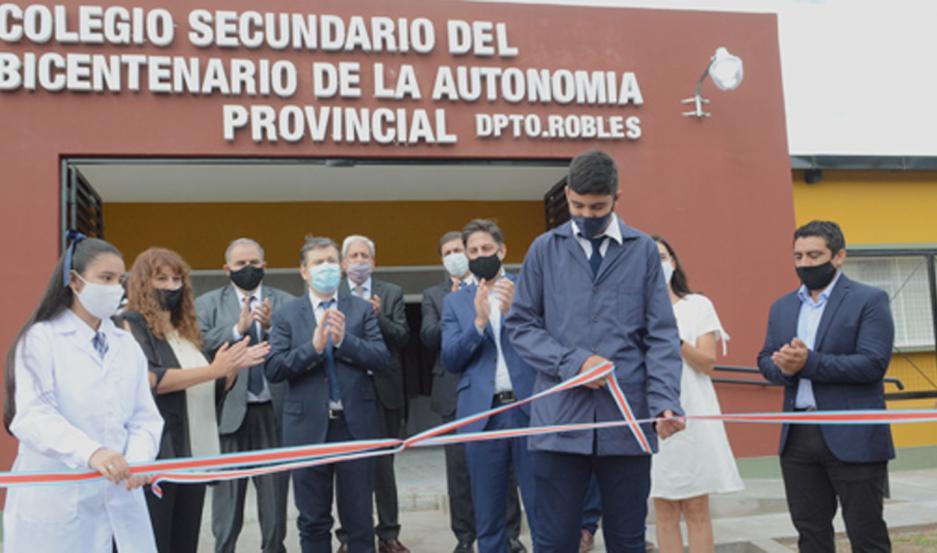 La comunidad educativa celebró la habilitación del colegio.