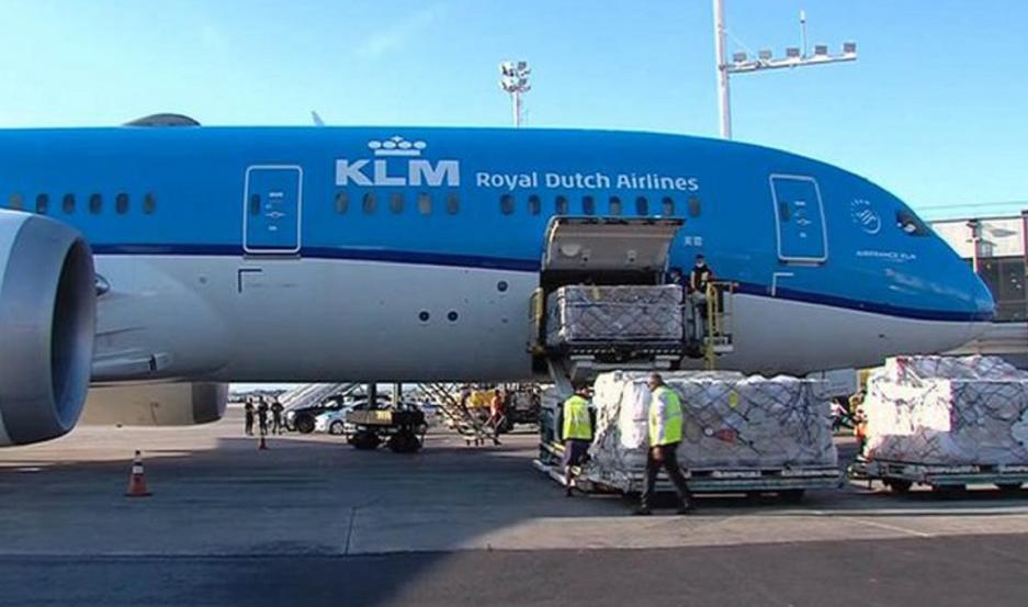 Las vacunas del mecanismo COVAX arribaron a las 8 de la mañana al aeropuerto de Ezeiza.