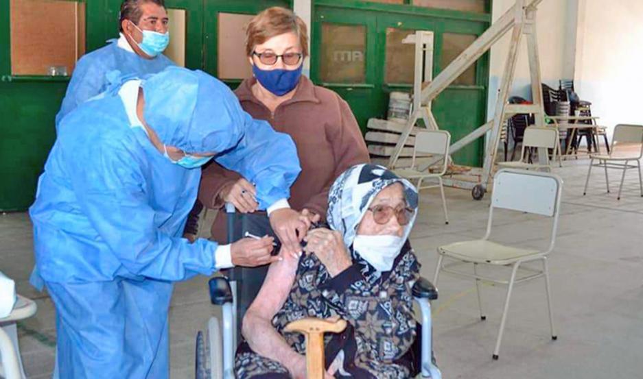 La labor que se desarrolla en los centros de vacunación es intensa