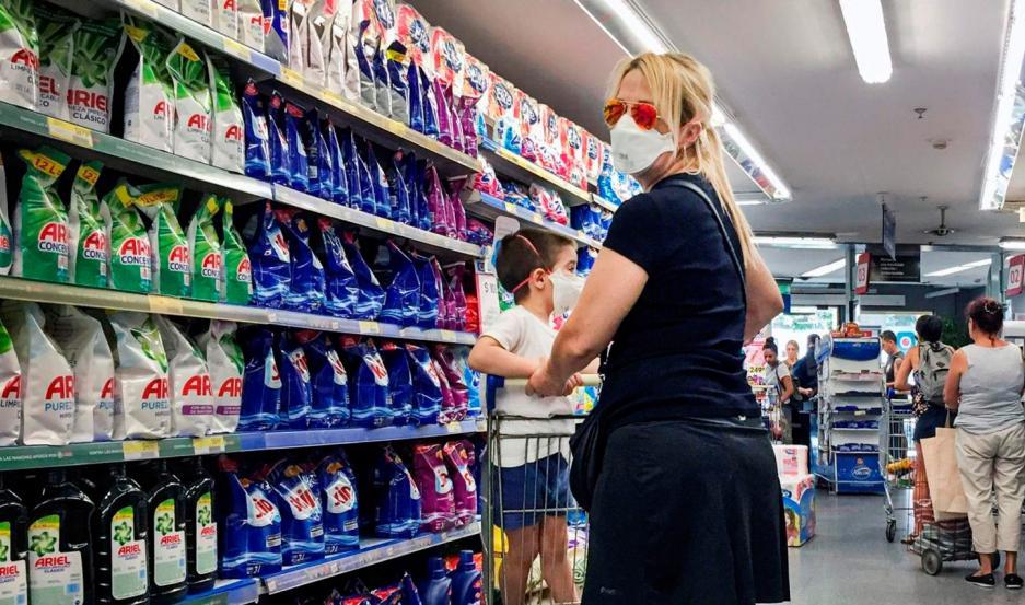 Entre los nuevos productos se destacan una máscara protectora de plástico para el cuidado en el contexto actual de pandemia.