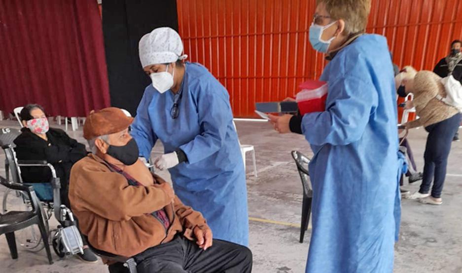 La provincia avanza con la vacunación en el interior y reprogramados y comórbidos de entre 18 y 59 años.