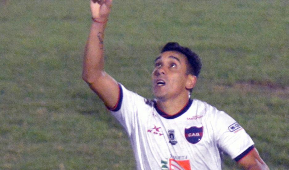 Vega no es el típico delantero de área goleador, sino el acompañante por afuera, pero en este torneo está teniendo situaciones de gol y las aprovecha al máximo.