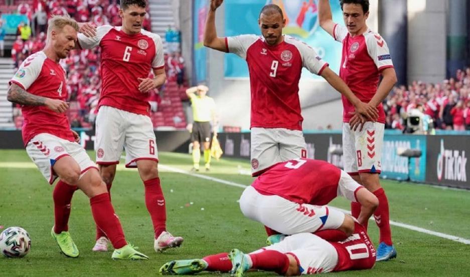 El futbolista danés Christian Eriksen se desplomó y lo reanimaron con RCP