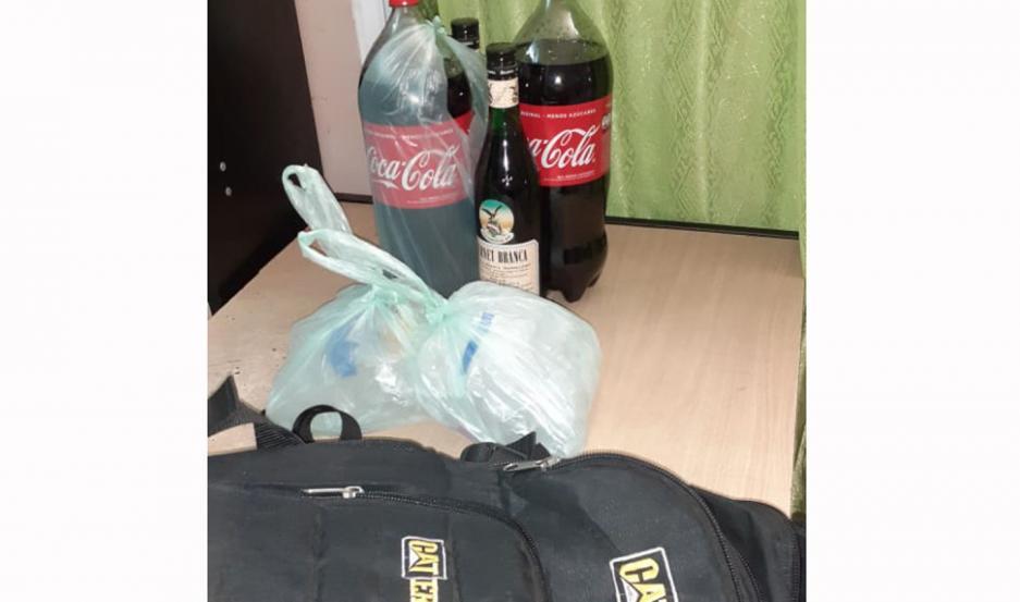 Los imputados fueron conducidos a la 22. También, los secuestros: la mochila con alcohol y motocicleta.